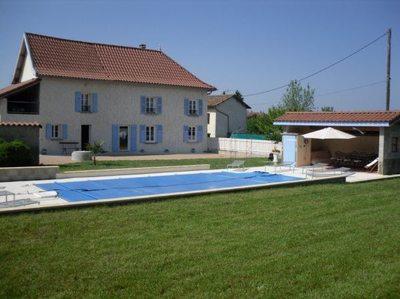 Gîte La Grimaudière avec piscine chauffée 2500m2 de terrain entre Lyon et Grenoble